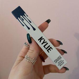 kylie cosmetics metal lipstick in kymajesty